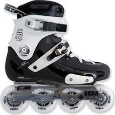 Slalom (digunakan untuk aksi seperti pada slalom mobil) slalom. Tahu  spesifikasi sepatu roda 03284031e2